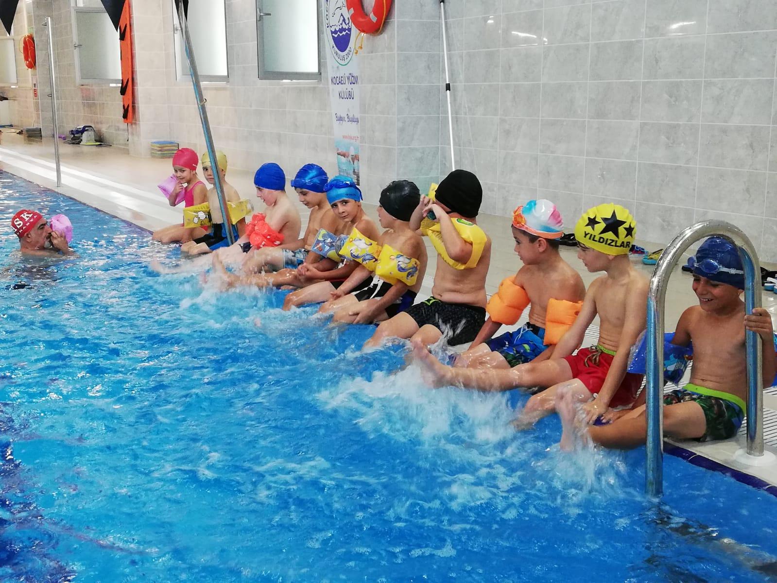 Derinceli çocukların havuz sevinci