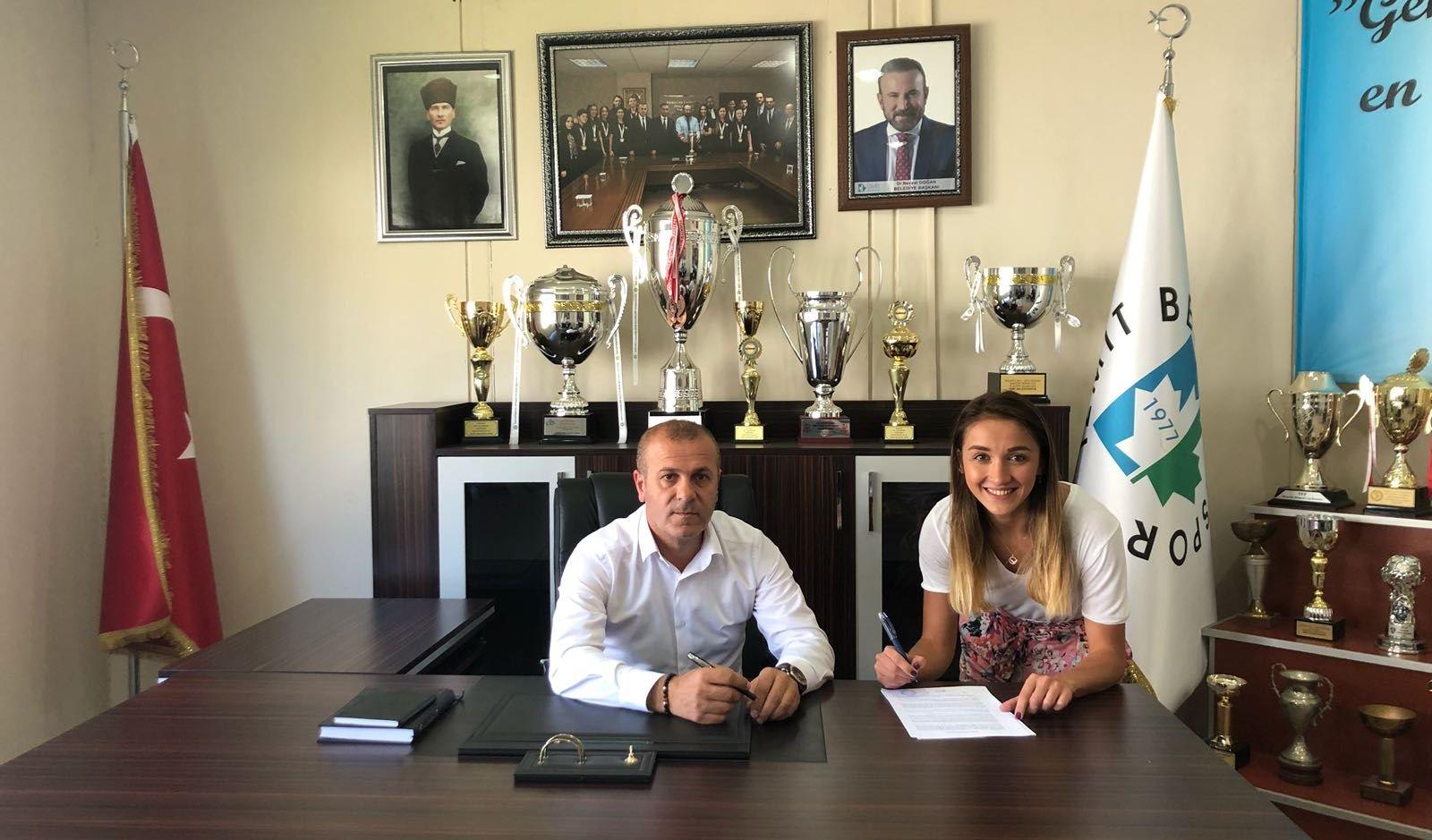 Melek Yusufoğlu imza attı