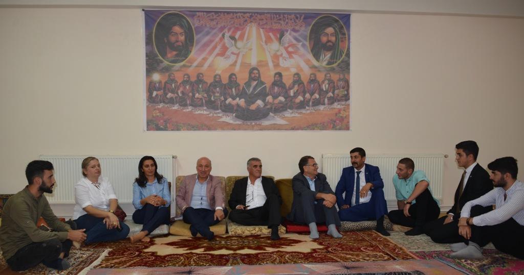CHP'liler Gültepe Yunus Emre Cemevi'nde