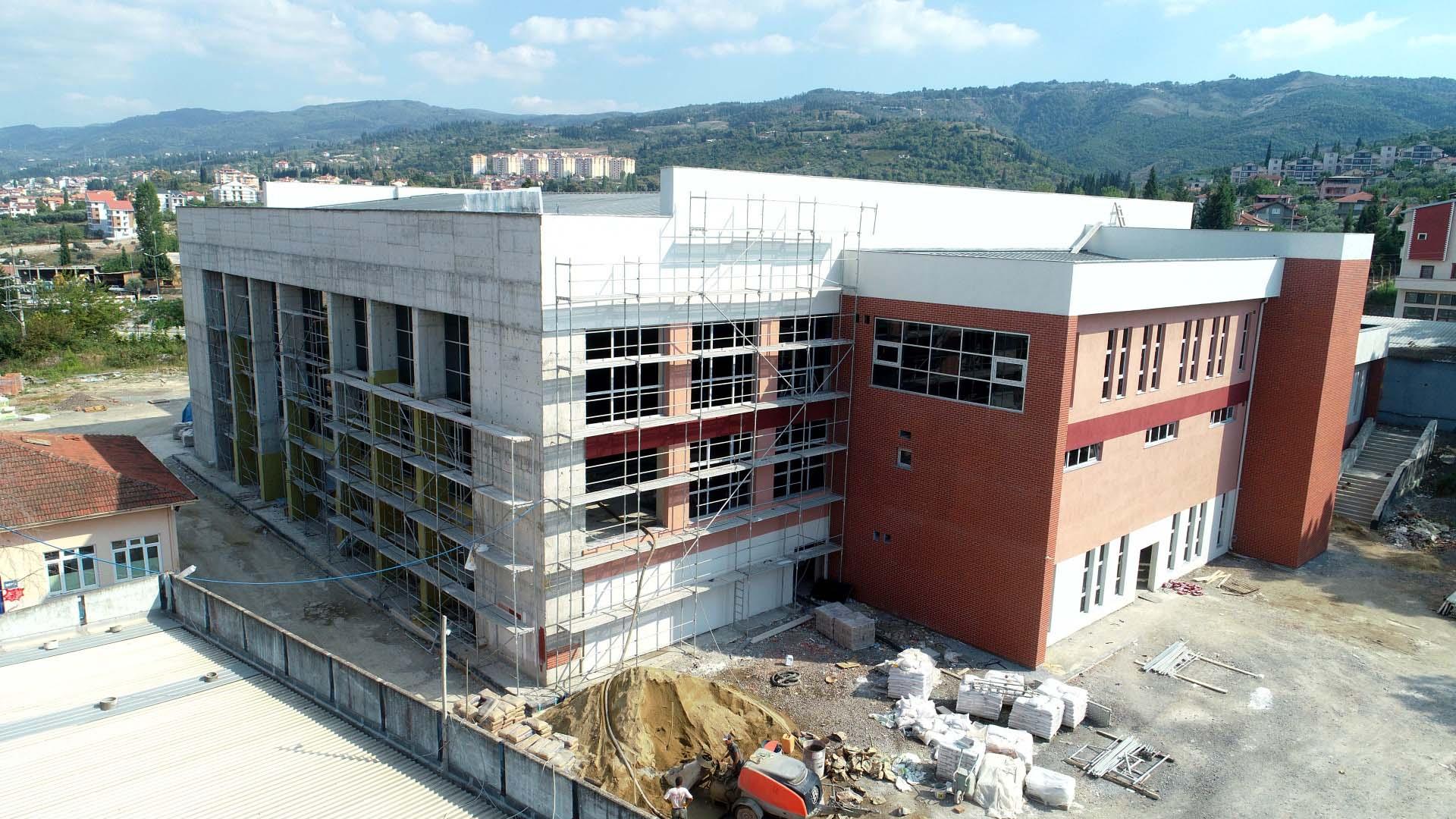 Yüzme havuzu inşaatı hızla sürüyor