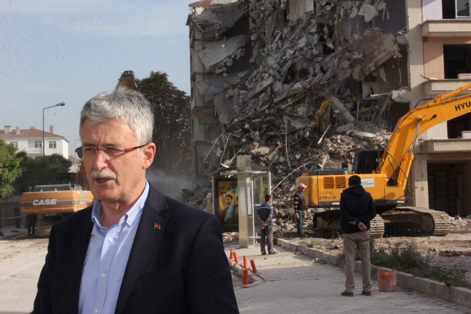 Ellibeş, yıkımları yerinde inceledi