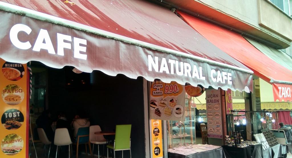 Naturel Cafe'de çay, sudan ucuz