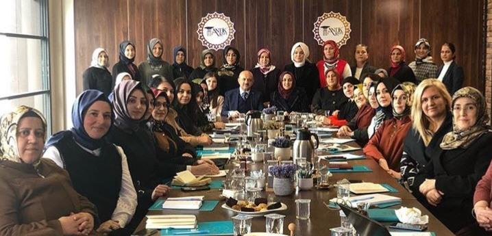 AK Kadınlar kampta