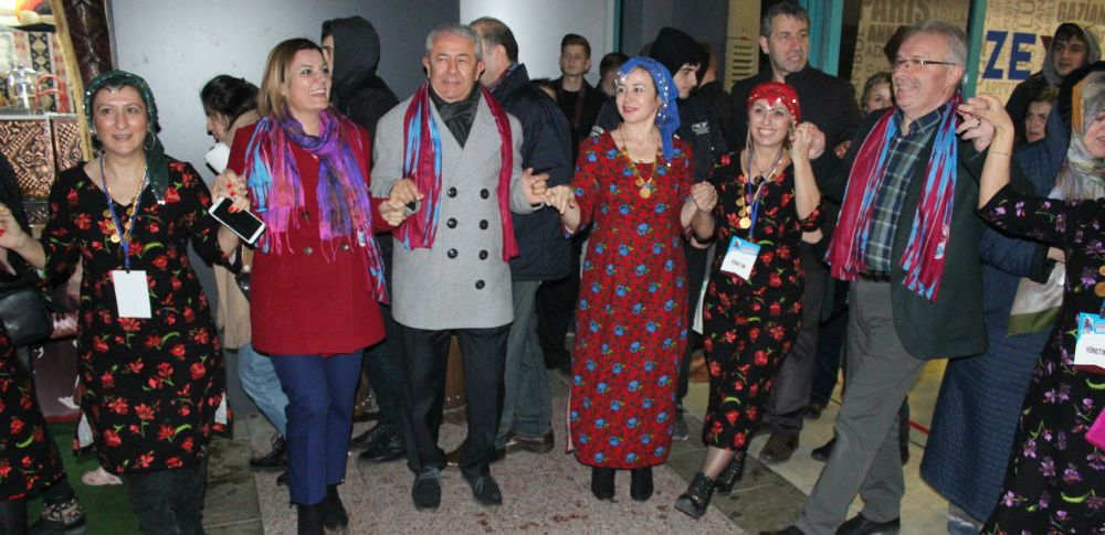 CHP'li adaylar horon oynadı