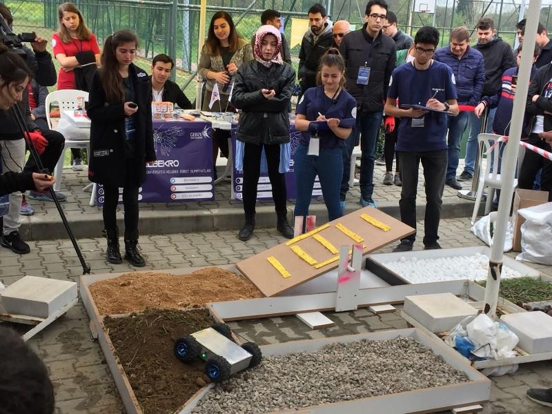 Robotlar GTÜ'de yarıştı