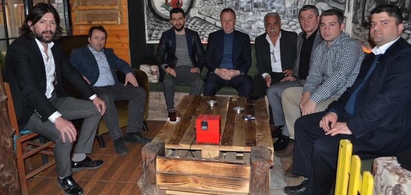 Erenkaya ve CHP'liler, Çay Sokağı'nda