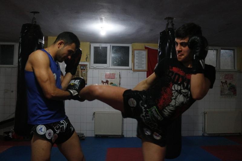 Muay Thai şampiyonları yeni dereceye hazırlanıyor
