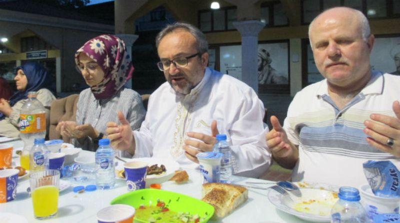 Önce iftar, sonra toplantı