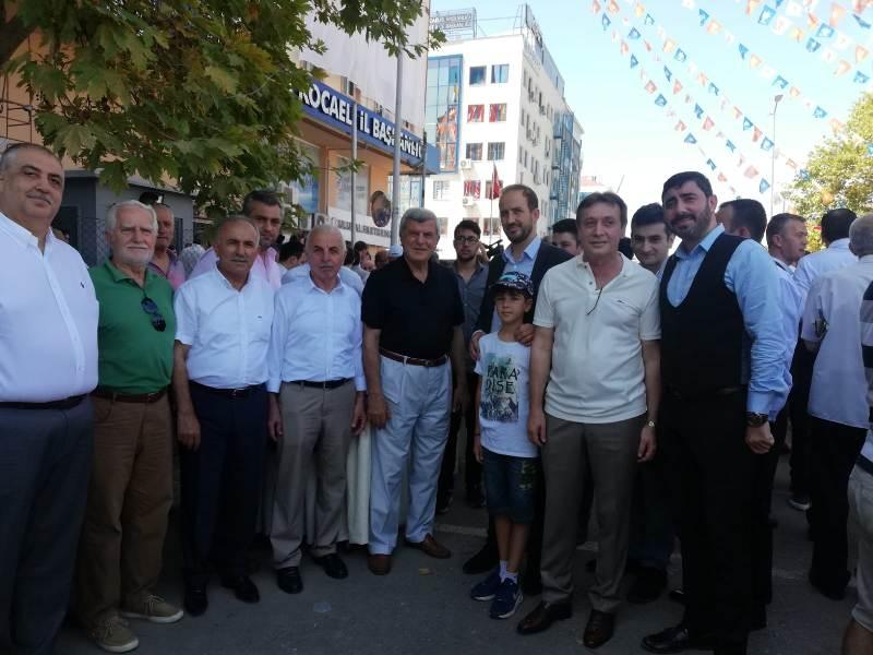 AK Parti'de coşkulu bayramlaşma