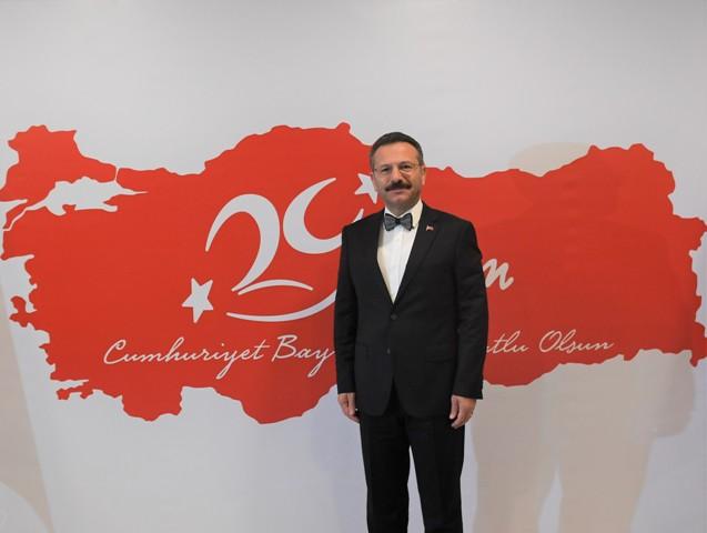 Aksoy, Cumhuriyet Bayramı'nı kutladı