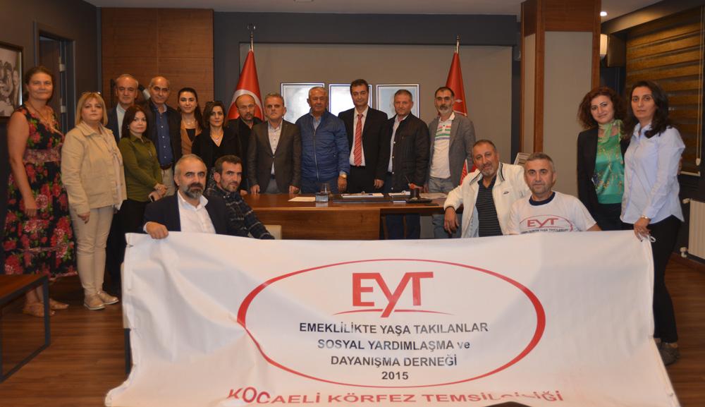 EYT'liler, CHP'yi açılışa davet etti