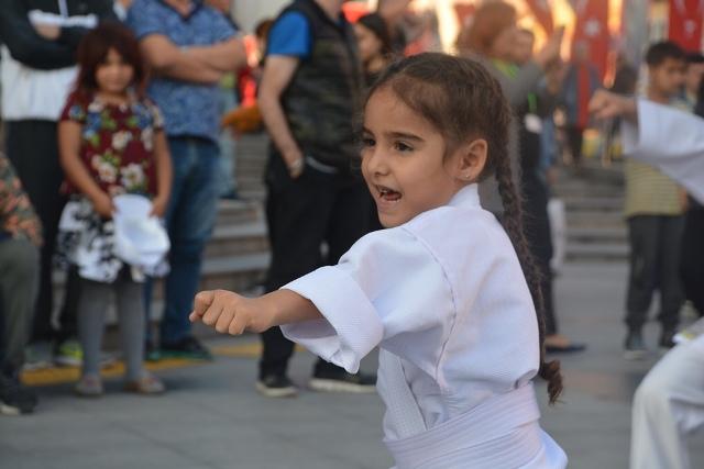 Karateciler, nefesleri kesti