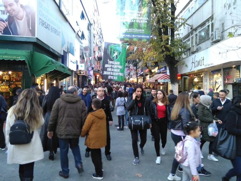 Fethiye Caddesi cıvıl cıvıl