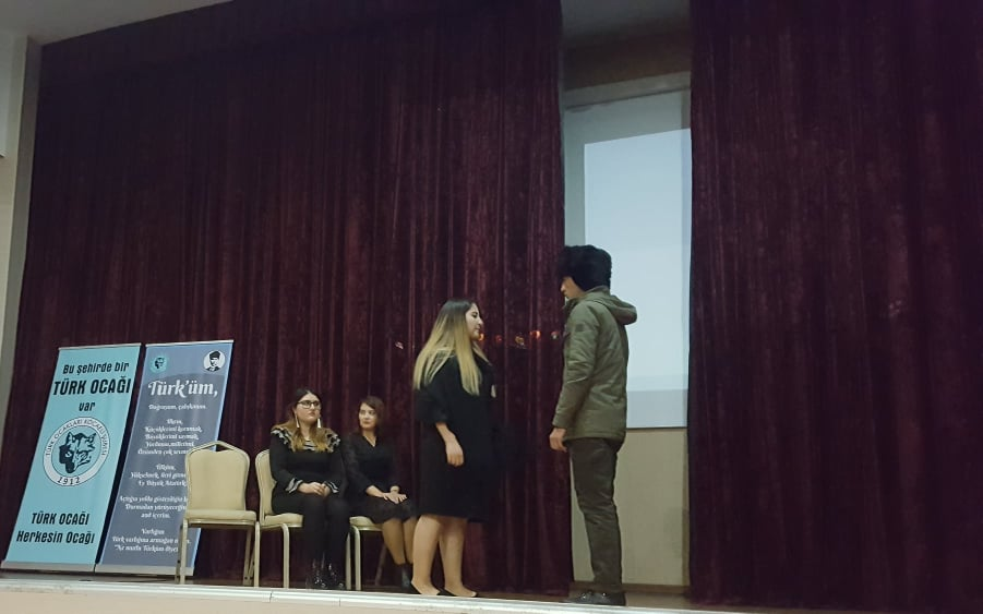 Azeri öğrenciler, göz kamaştırdı