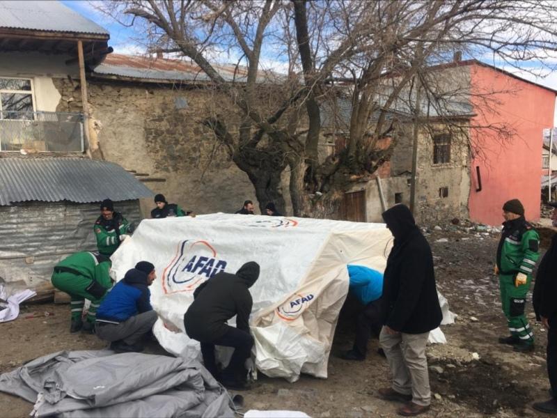 Büyükşehir'in deprem ekibi Elazığ'da