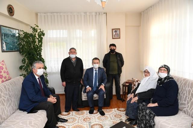 Aksoy, 100 yaşındaki anneyi ziyaret etti