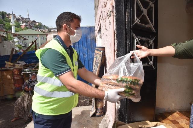 İzmit'te ihtiyaç sahiplerinin iftar sofrası sokağa çıkma yasağında da aşsız kalmadı