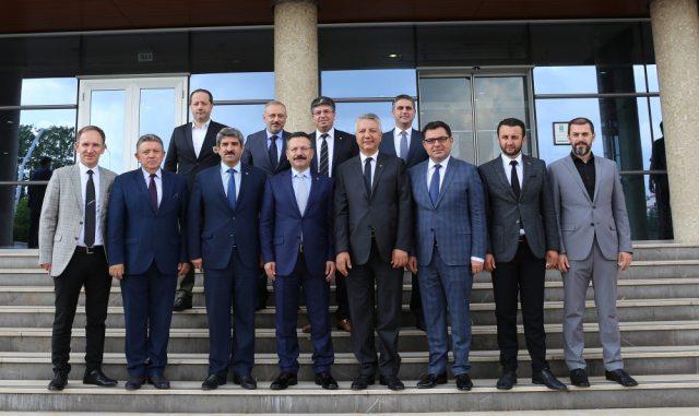 """Başkan Bulut'tan Aksoy'a teşekkür, Yavuz'a """"Hayırlı olsun"""""""