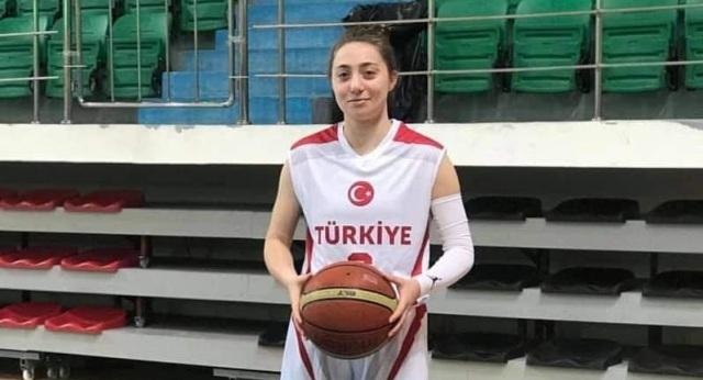 İzmit Belediyespor Kadınlar Süper Lig'de engelleri kaldırıyor