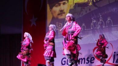 Sahne İzmit Halk Dansları büyüledi