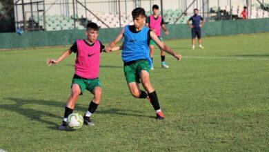 Kocaelispor U19, lige Büyükşehir spor tesislerinde hazırlanıyor