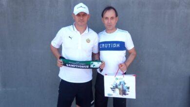 Hürriyet, Yordanov ve Lazarov'u da gülümsetti