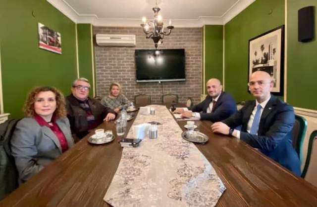 Siyasileri buluşturan kahvaltı