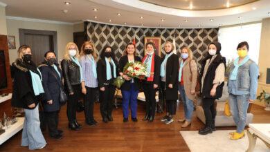 İYİ Parti ve Kent Konseyi'nden Hürriyet'e çiçekler