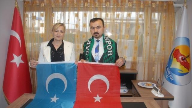 Cumhurbaşkanı Osman, Sakarya'da Güç Birliği Partisi'nin misafiri oldu