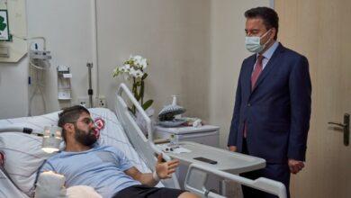 Babacan saldırıya uğrayan doktoru ziyaret etti