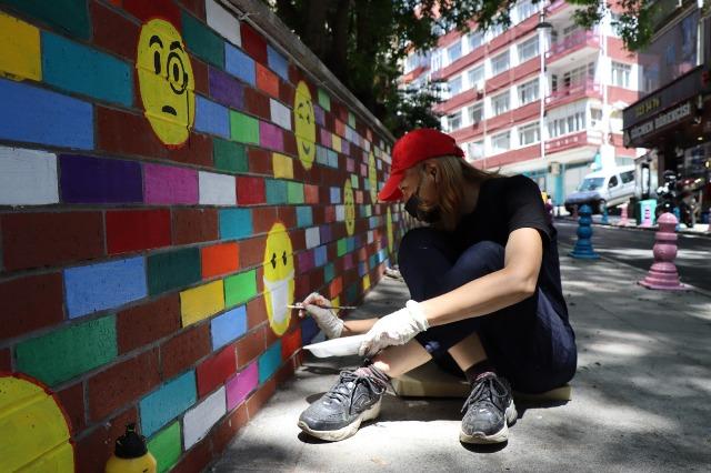 Parkın duvarlarına sanat yansıdı